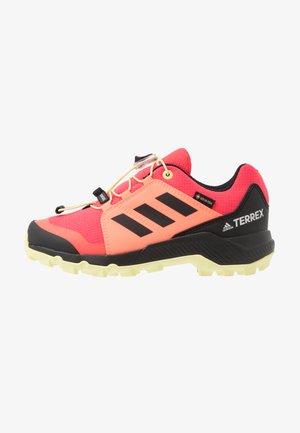 TERREX GORETEX HIKING SHOES UNISEX - Hiking shoes - power berry/footwear white/signal pink