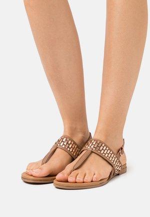 Sandály s odděleným palcem - cognac/rose gold