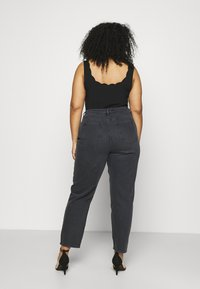 NU-IN - HIGH RISE TAPERED MOM - Relaxed fit jeans - black - 2