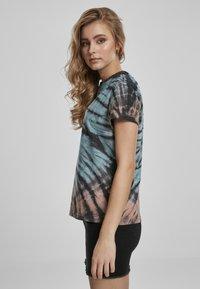 Urban Classics - Print T-shirt - black - 3