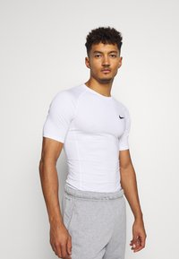 Nike Performance - Basic T-shirt - white - 0