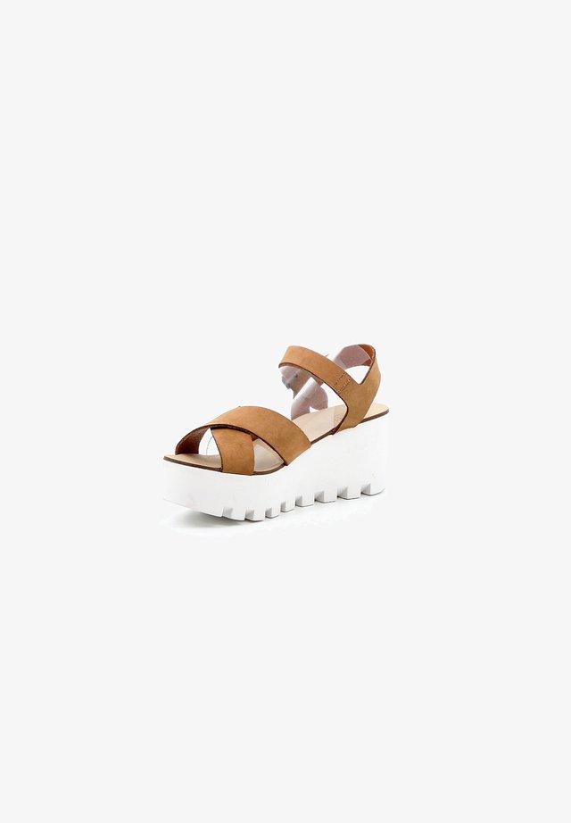 Sandalen met sleehak - camel