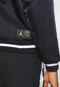 Nike Performance - M J PARIS ST GERMAIN VARSITY JACKET - Bomber Jacket - black/bordeaux/metallic gold - 4