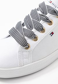 Tommy Hilfiger - ESSENTIAL NAUTICAL SNEAKER - Sneakers laag - white - 2