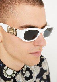 Versace - UNISEX - Sluneční brýle - white/black - 1