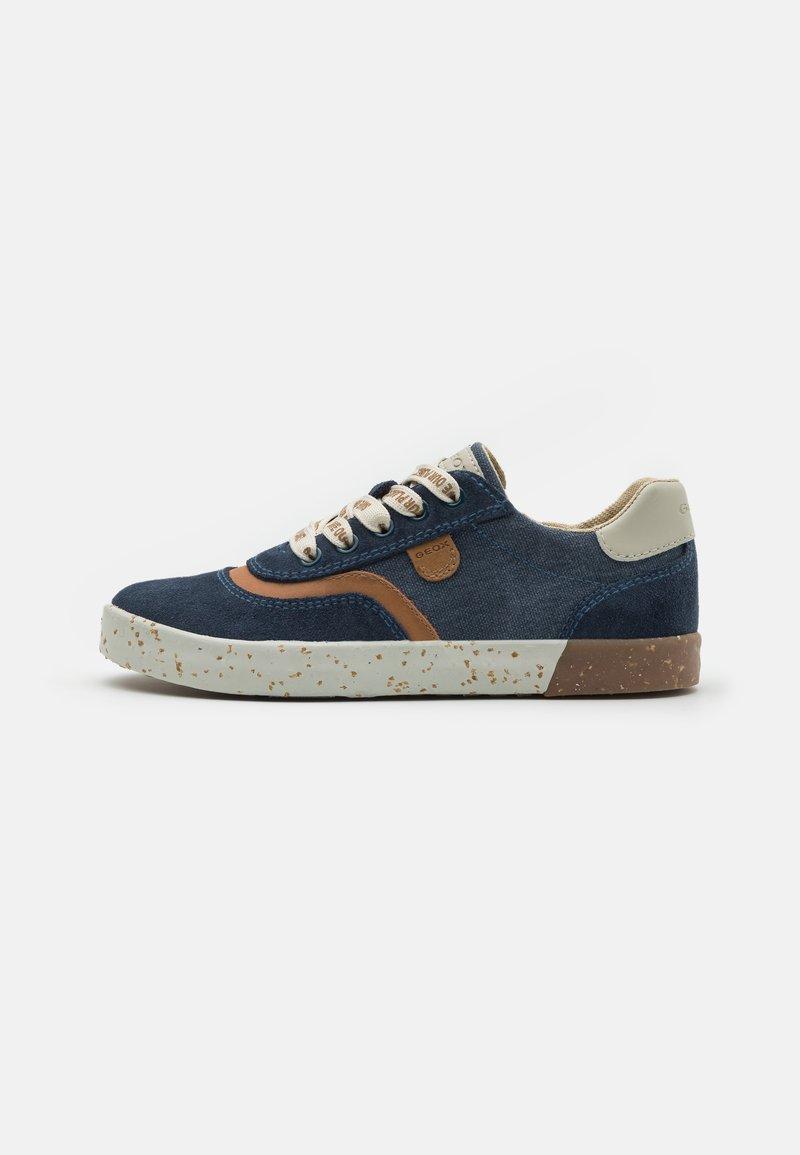 Geox - KILWI BOY WWF - Sneakers laag - navy
