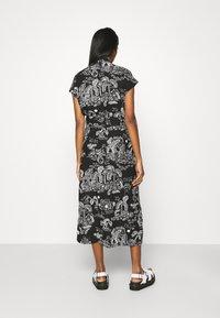 Monki - ARIANA DRESS - Skjortekjole - black - 2