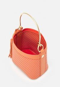 NAF NAF - RDOUDY - Handbag - hibiscus - 2