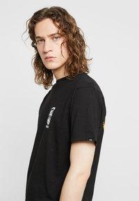 Vans - MOONSHINE  - T-shirt med print - black - 4