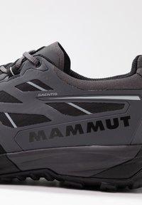 Mammut - SAENTIS LOW MEN - Hikingsko - black/dark titanium - 5