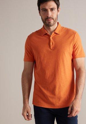 AUS TWIST - Polo shirt - mandarino