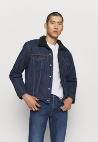Levi's® - TYPE 3 SHERPA TRUCKER - Kurtka jeansowa - evening - 0