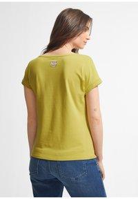 comma - Print T-shirt - green - 1
