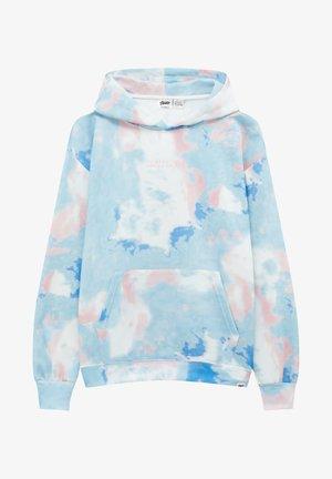 MIT TIE-DYE UND SLOGAN-STICKEREI - Hoodie - white/light blue/pink