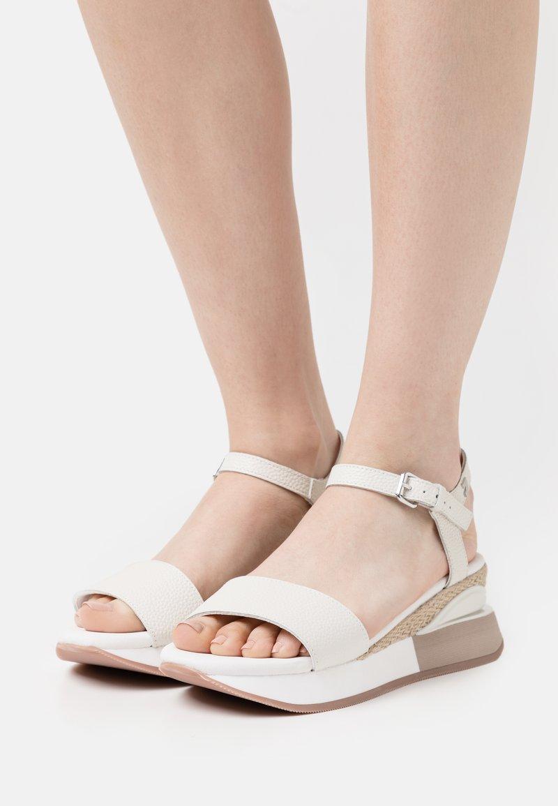 Gioseppo - Sandalias con plataforma - blanco