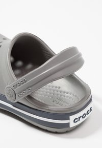 Crocs - CROCBAND - Pool slides - smoke/navy - 5
