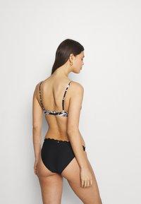 Roxy - WRAP - Bikini top - black - 2