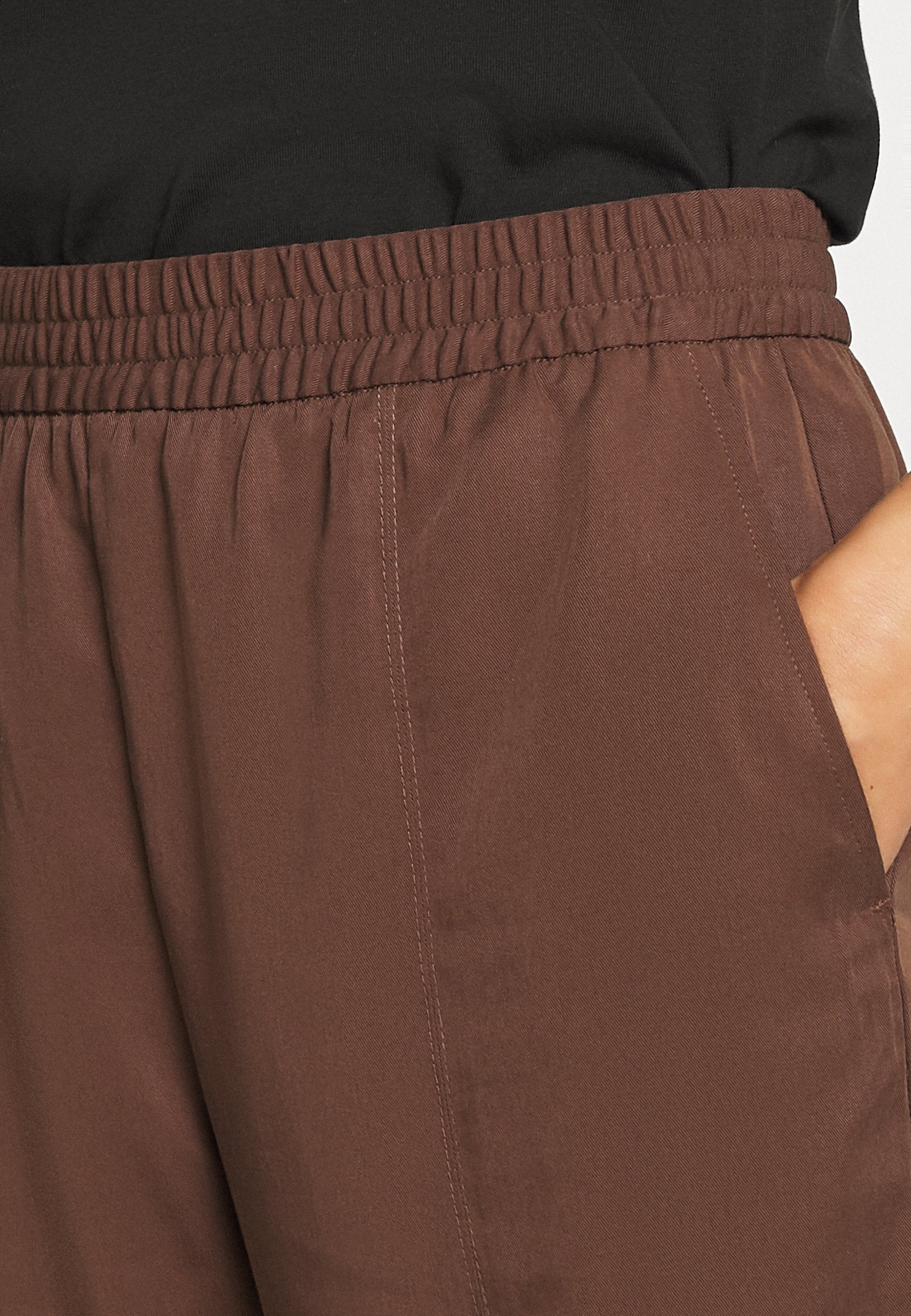 SAMI TROUSERS Bukse brown