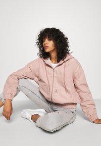 BDG Urban Outfitters - SKATE HOOD JACKET - Light jacket - pink - 4