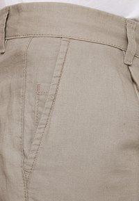 Produkt - PKTAKM - Shorts - roasted cashew - 3