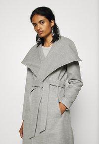 ONLY - ONLNEWPHOEBE DRAPY COAT - Zimní kabát - light grey melange - 3