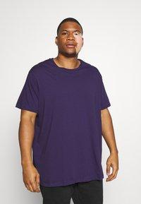 Burton Menswear London - BASIC 5 PACK - Basic T-shirt - purple/khaki/pink - 3