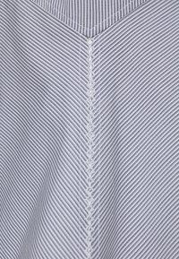 Victoria Victoria Beckham - PATCHWORK FLOUNCE HEM SHIRT DRESS - Shirt dress - navy/white - 6
