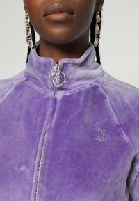 Juicy Couture - TANYA ACID TRACK - Sweater met rits - pastel lilac - 8