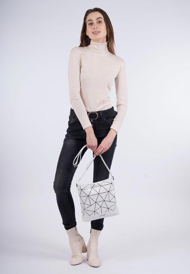 SURI FREY - Across body bag - white-lack