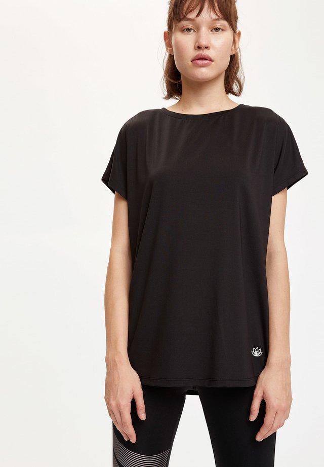 Camiseta básica - black