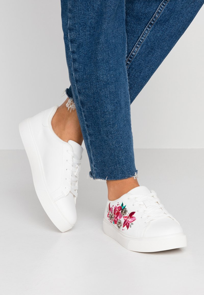 ALDO Wide Fit - CRENACIA - Sneakers basse - white