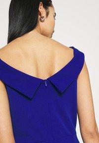 WAL G. - ARIAH OFF THE SHOULDER MAXI DRESS - Vestido de fiesta - electric blue - 3