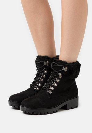 MILLS CUFF HIKER BOOT - Šněrovací kotníkové boty - black