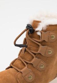 Sorel - YOUTH WHITNEY II - Winter boots - elk - 5