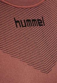 Hummel - FIRST SEAMLESS WOMAN - Long sleeved top - marsala - 6