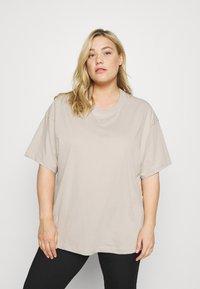 Nike Sportswear - PLUS - Basic T-shirt - cream/white - 0