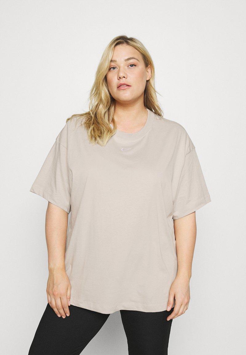 Nike Sportswear - PLUS - Basic T-shirt - cream/white