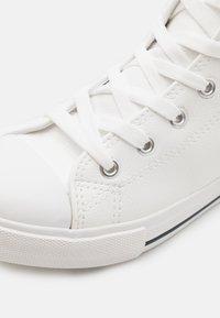 Cotton On - CLASSIC LACE UP UNISEX - Vysoké tenisky - white smooth - 5