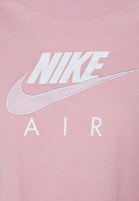 Nike Sportswear - AIR - T-shirt imprimé - pink glaze/white - 5