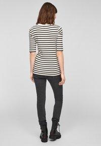 s.Oliver - Print T-shirt - offwhite stripes - 2