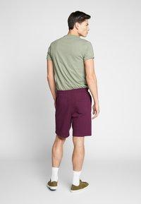 Lyle & Scott - Shorts - merlot - 2