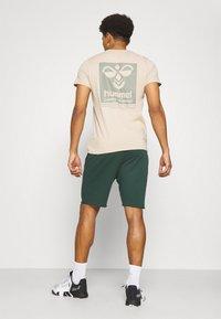 Under Armour - ROCK IRON SHORT - Pantaloncini sportivi - ivy - 2