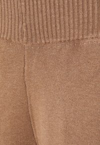Zign - SET KNIT V-NECK AND PANT  - Svetr - camel - 5