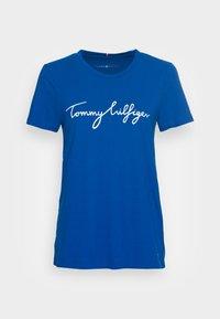 CREW NECK GRAPHIC TEE - Print T-shirt - greek isle blue