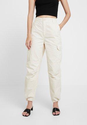 CUFFED BRANDY UTILITY - Pantalones - ecru