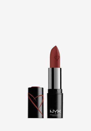 SHOUT LOUD SATIN LIPSTICK - Lipstick - hot in here