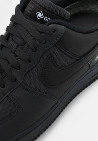 Nike Sportswear - AIR FORCE 1 GTX UNISEX - Matalavartiset tennarit - anthracite/black/barely grey - 7