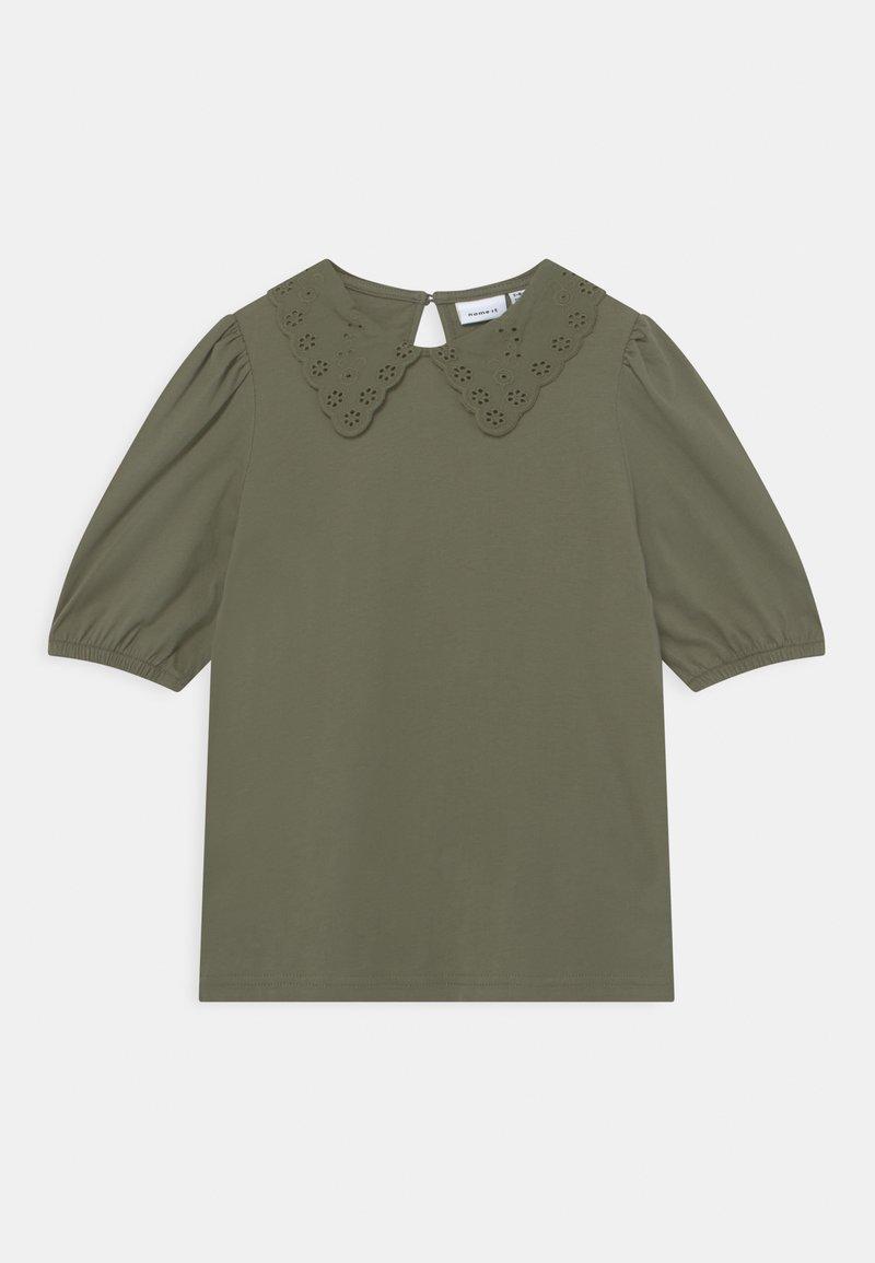 Name it - NKFHEIDIL - Print T-shirt - deep lichen green