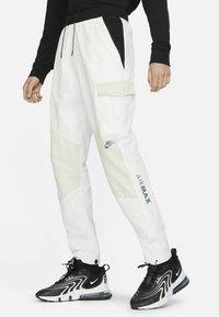 Nike Sportswear - Träningsbyxor - summit white/light bone/black/black - 0