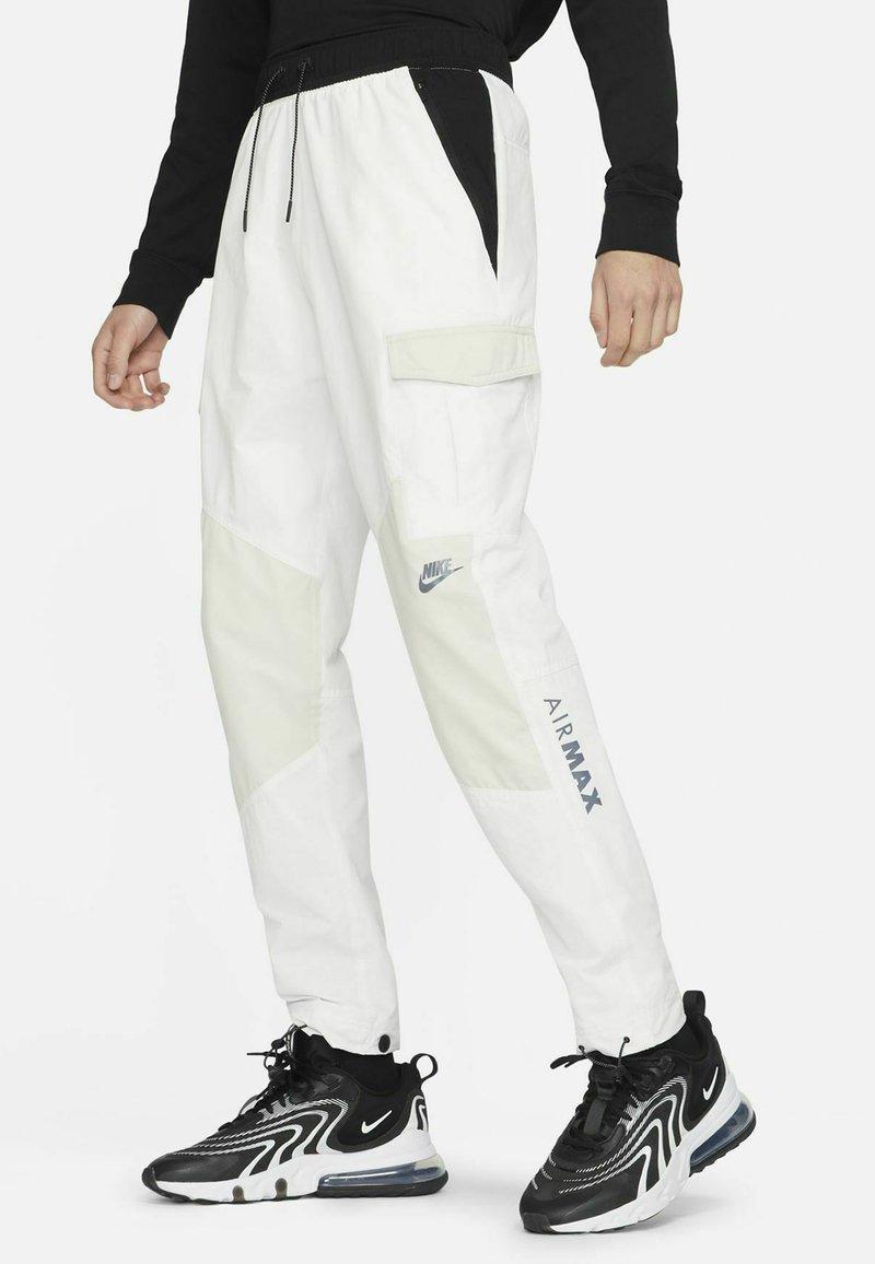 Nike Sportswear - Träningsbyxor - summit white/light bone/black/black